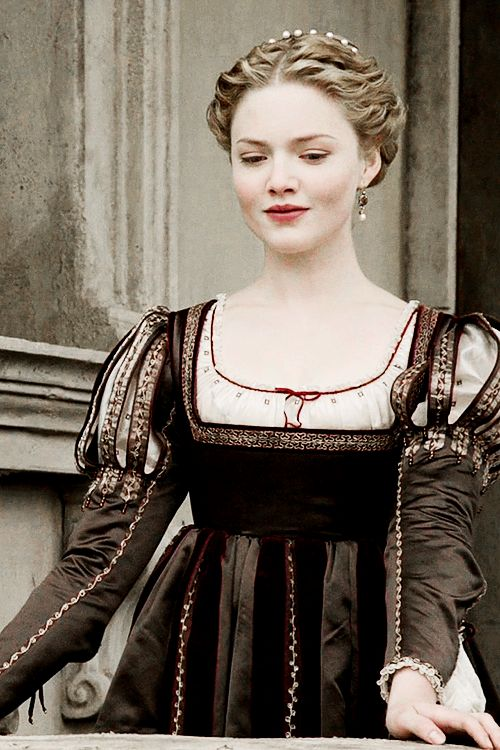 A blog dedicated to the actress Holliday Grainger. We track the tag #hollidayxgrainger