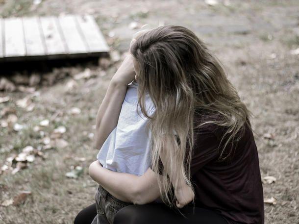 Eine Trennung mit Kind ist eine besonders harte Herausforderung. Was dir als plötzlich alleinerziehender Mutter helfen kann.