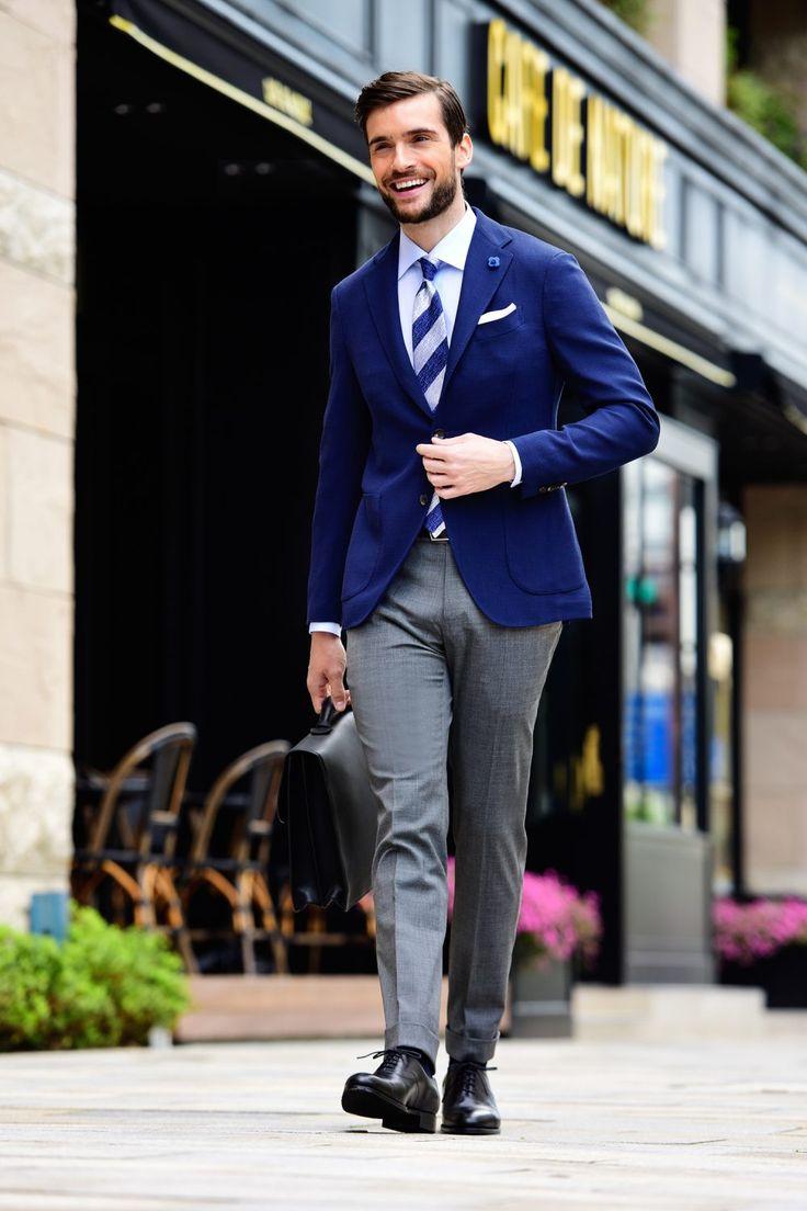LARDINI(ラルディーニ)といえば、イタリアを代表する王道ブランドのひとつだ。同ブランドのシンボルにもなっているラペルに施された花形のブートニエールはあまりにも有名。約30年にわたって、名だたるメゾンブランドのOEMを通じて培ってきた縫製技術やパターンワーク、生地の調達ノウハウがあってこそ実現できる高品質かつ洗練されたデザインのジャケットやスーツは、イタリアはもとより日本においても抜群の人気と知名度を誇る。今回はラルディーニが得意とするテーラードジャケットやスーツを基軸にしたスタイリングをピックアップ! 王道ジャケパンスタイル×LARDINI(ラルディーニ)…