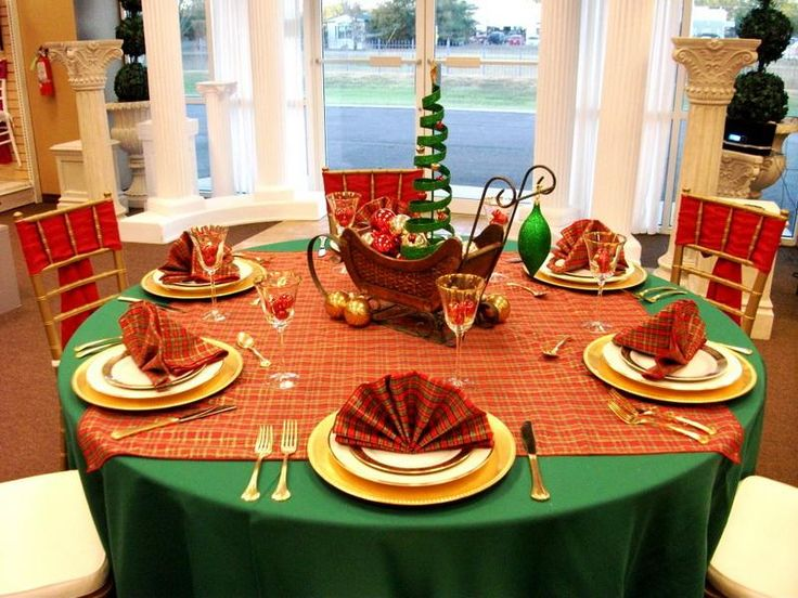 Beautiful Designing Christmas Banquet Table Decorations: Good Looking Christmas Banquet Decorating Ideas With Green Round Table Cover ~ dowled.com Apartments Inspiration