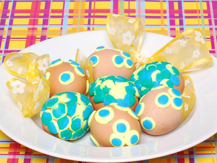 Uova di Pasqua con decorazione di Fimo