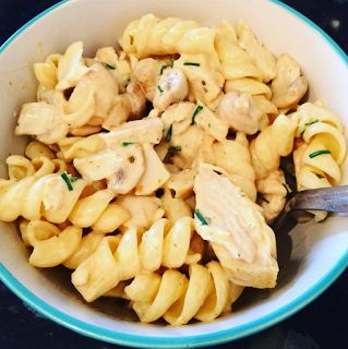 Slimming World friendly Creamy garlic chicken and mushroom pasta. 2syns or free HeA.  http://joysbigfatdiary.blogspot.co.uk/