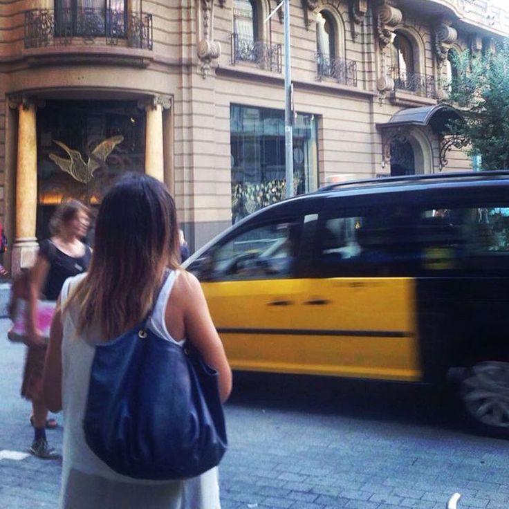 La Talega en Barcelona. Gracias a nuestra amiga Maruxa #royalblue #thetalega #barcelona #shoulderbag #citygirl #itgirl #fashionbag #luxurybag