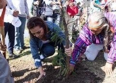 Josefina Vázquez Mota firma carta a la Tierra