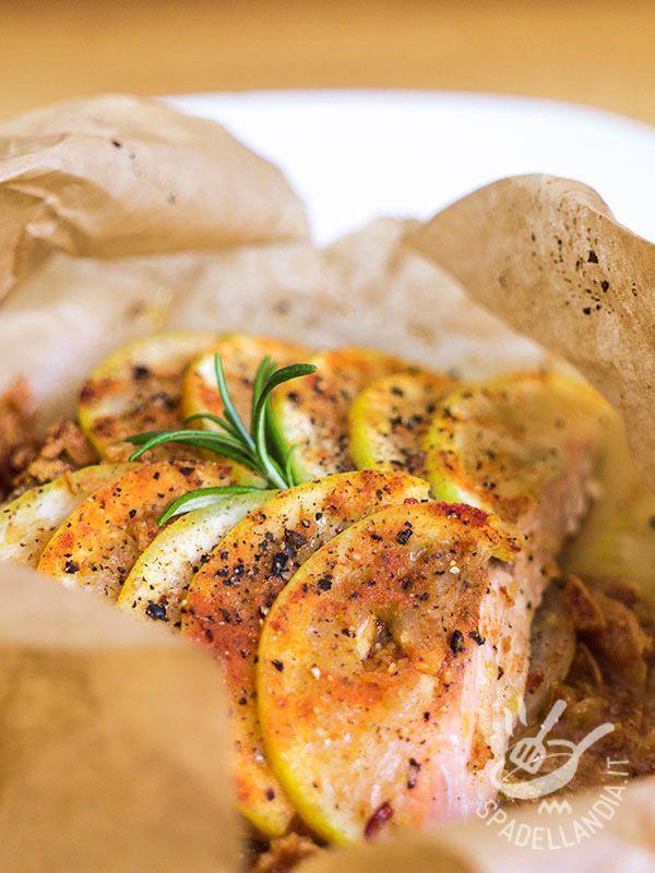 Il Salmone al limone al cartoccio è un secondo molto genuino e semplice, da inserire nel menu di tutta la famiglia. Buono e salutare!