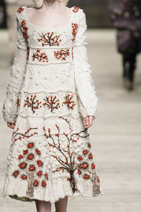 White A-line cable knit dress with red and brown tree embroidery. Kenzo Fall/ Winter 2009 RTW. Photo By Firstview. Christmas dress.