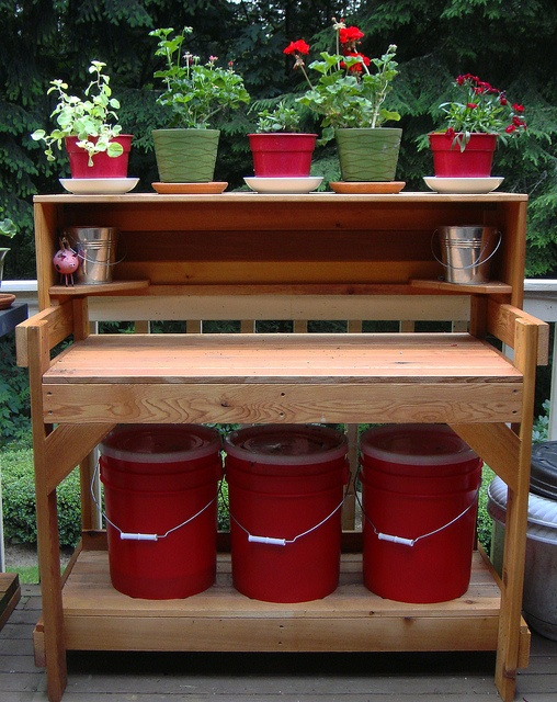 love the display on this potting bench