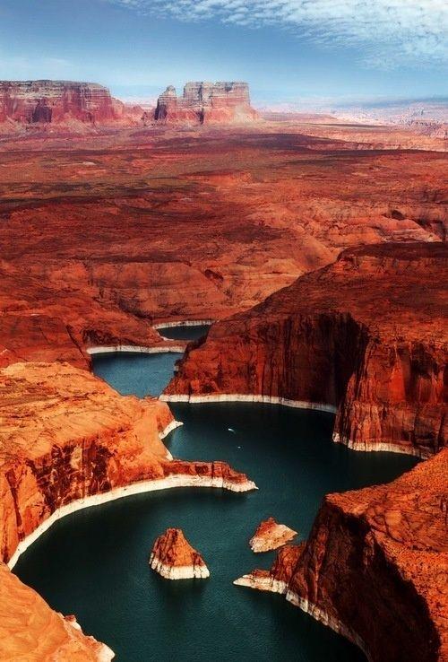 Искусственное озеро Пауэлл на реке Колорадо, США