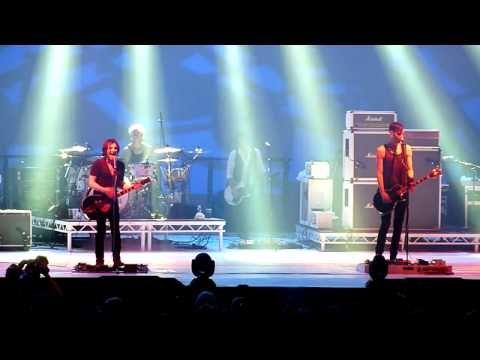▶ Placebo - Devil In The Details - Dôme de Marseille (06-11-09) - YouTubeMédiocre mais Placebo quand même