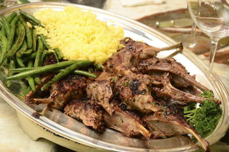 Para os que apreciam, o cordeiro é uma carne de sabor delicado e excelente opção para um jantar.