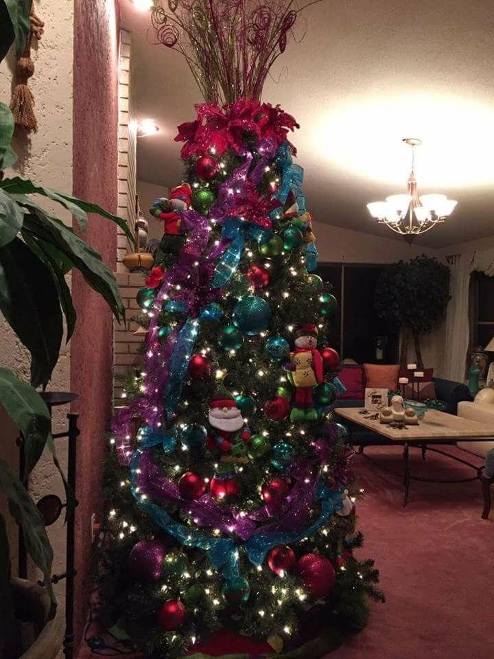 Hermoso pino decorado azul turquesa rosa fushia rojo y - Arbol de navidad morado ...