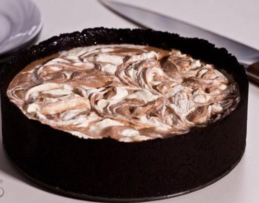 Δείτε το video με την εκτέλεση της συνταγής... Μιας πανεύκολης συνταγής (από εδώ) για έναυπέροχο, εθιστικό, κυματιστό cheesecake Νουτέλας χωρίς ψήσιμο που
