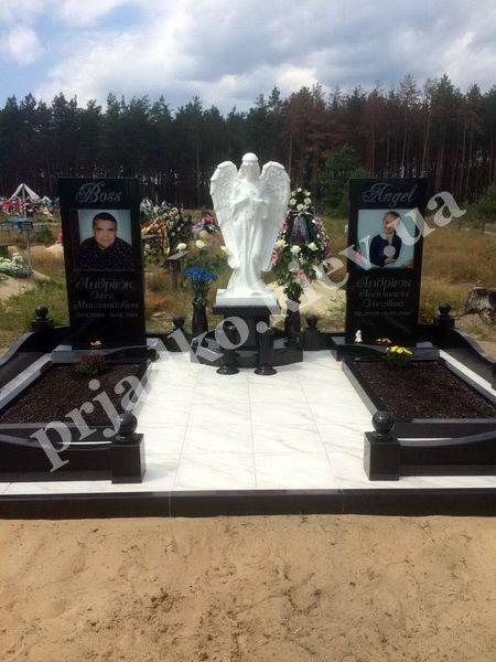 Заказ памятника на кладбище Владимир Лампадка из габбро-диабаза Балтийская