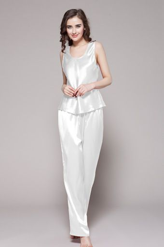 Maybe you find it hard to choose an ideal present for your wife or girl friend. $96 #pajamas #silk #lilysilk