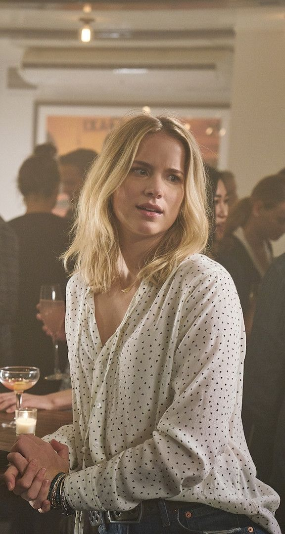 Elizabeth Lail as Guinevere Beck in You 2018 Your t