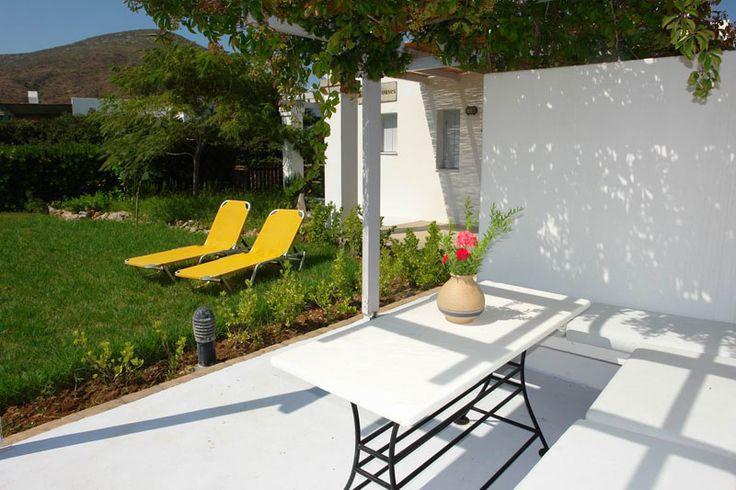 Ενοικιαζόμενα δωμάτια Σκύρος προσφορές από τα Alemar Houses. Μάθετε περισσότερα στο http://alemar.gr/el/prices/
