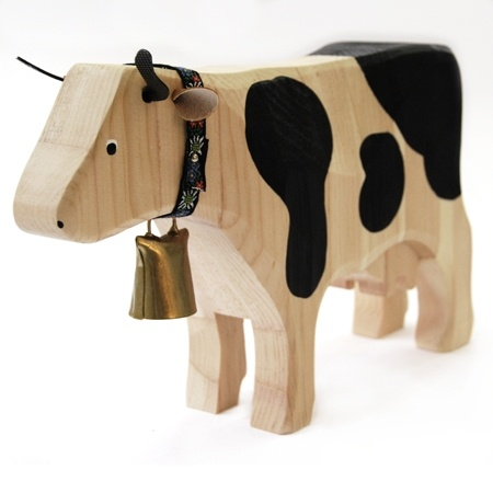 Hand painted swiss cow with bell - souvenir de Suiza