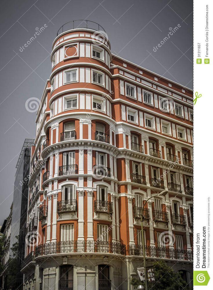 edificio tpico de madrid espaola fotografa de
