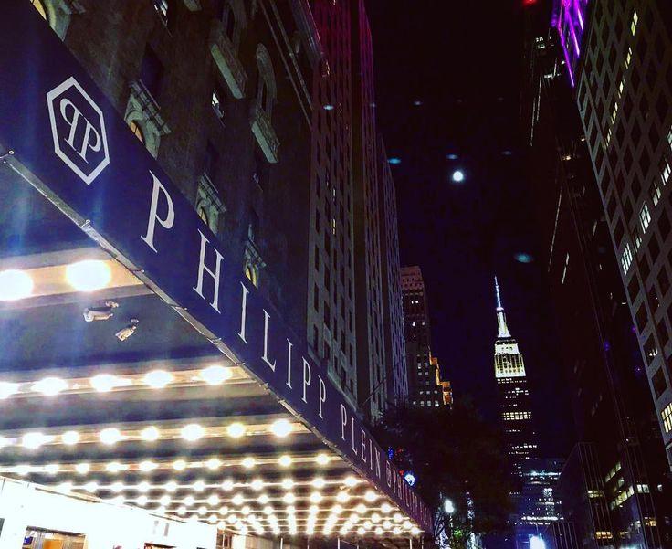 Ирина Шейк и Адриана Лима представили коллекцию Philipp Plein  #2018 #Нью-Йорк #PhilippPlein #ИринаШейк #неделямоды #АдрианаЛима