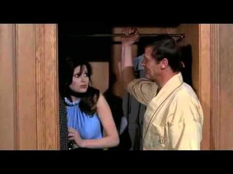 """La #Rolex de James Bond dans """"Vivre et laisser mourir"""", de 1973 va être mise aux #enchères à Genève la semaine prochaine. Avec elle, #Bond pouvait sans problème couper une corde, mais la montre savait surtout générer un champ magnétique surpuissant, capable de différentes prouesses : détourner les balles, défaire la fermeture Éclair d'une robe ou faire voler les cuillères à café. La #montre mythique, siglée au dos """"Roger Moore 007"""" est estimée entre 140.000 et 230.000 euros"""