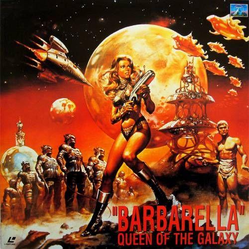 SF映画「バーバレラ」をみた。60年代にフランスでベストセラーとなったSF劇画「バーバレラ」を映画化。主演はヘンリー・フォンダの娘のジェーン・フォンダフランス映画らしいお洒落でポップなBGMと映像が楽しめる映画です。制作年は1967年。あらすじ。西暦4万年の出来事。女宇宙飛行士バーバレラ。彼女が宇宙船の中で宇宙服を全て脱ぎ裸で宇宙遊泳を楽しんでいると、地球からテレビ電話がかかってくる。地球大統領からの緊急指令だ。バーバレラが「こんな姿ですみません。」と服を着ようとすると大統領はすかさず言った。「そのままで構わない!緊急の用事なのだ!」指令とはマッドサイエンティストのデュラン・デュランを見つけて来くることだった。デュラン・デュランは地球を破壊する宇宙破壊光線を発明した博士だ。手がかりを探す途中、恐ろしい人形を操る...