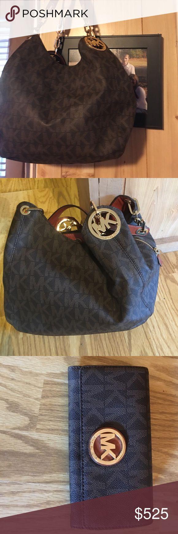 Brand New Micheal Kors Handbag & Wallet Handbag & Wallet.. I only used it briefly & did not like it. It is brand new. KORS Michael Kors Bags Hobos