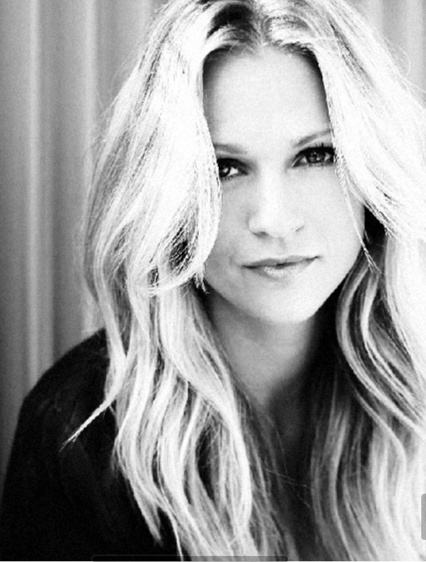 AJ Cook--she's gorgeous!