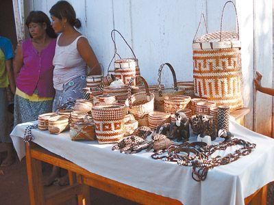 cestería guaraní con dibujos geométricos