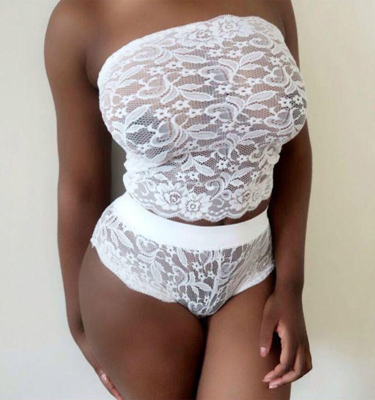 Pelea de almohadas de ropa interior sexy