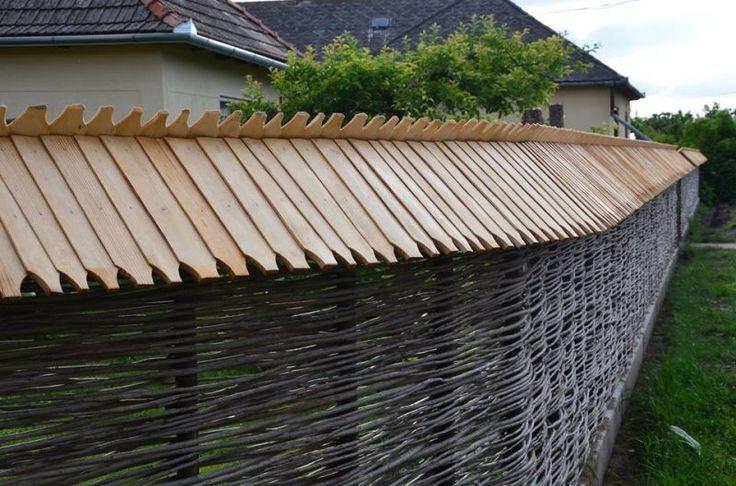 Gyönyörű kerítést fontak akácvesszőből egy szabolcsi tanyán   Sokszínű vidék