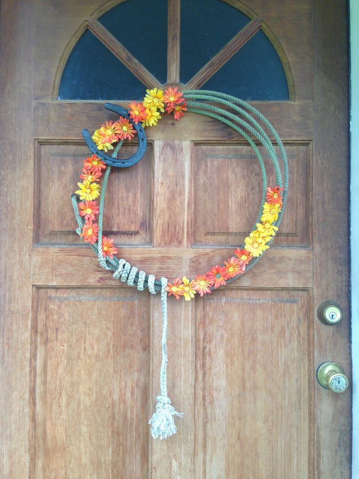 This is a wreath that i made with a old rope horse shoe for Old horseshoe projects