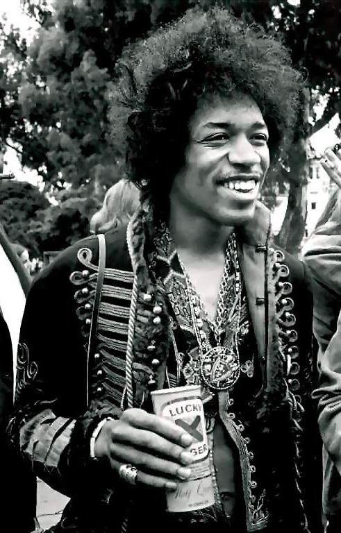 Malgré une carrière internationale longue de seulement quatre ans, Jimi Hendrix est considéré comme le plus grand joueur de guitare électrique et l'un des musiciens les plus importants du xxe siècle. #JimiHendrix #Hendrix