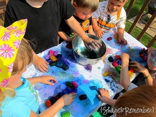 Mix water and liquid watercolors in ice cube trays and freeze overnight. Then use to paint on fabric on a hot day!Fun Activities, Ice Cubes Painting, Outdoor Fun, Icecubes, Watercolors Ice, Cubes Watercolors, Summer Days, Painting Rainbows, Hot Summer