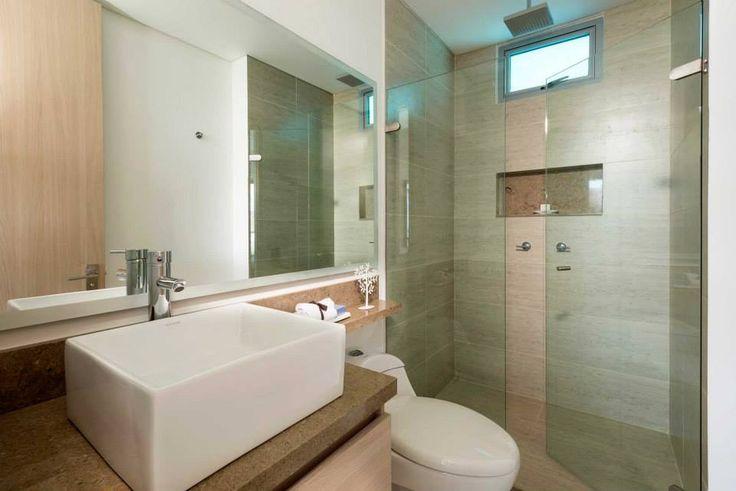 *Calentadores de paso a gas. *Baños con muebles en madera y mesones de mármol. *Duchas con divisiones en vidrio templado de10mm y regaderas de techo tipo lluvia.