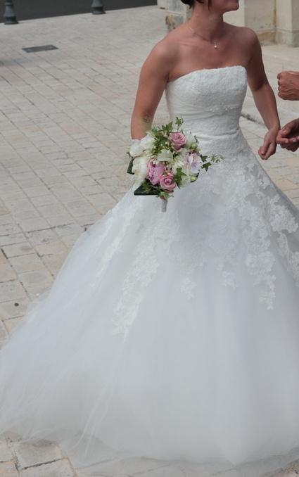 Robe de mariée couleur ivoire, de créateur espagnol White One. Robe ...