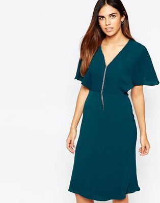 Warehouse - Mini robe ornée de strass avec col en V