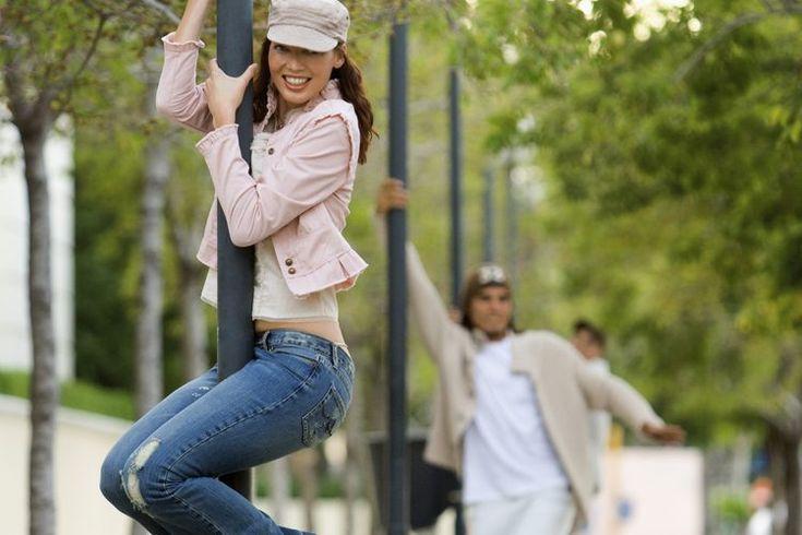 ¿El baile del tubo puede ayudarte a perder peso?. El baile del tubo se ha generalizando, apareciendo en clases de gimnasia, fiestas cotidianas y series de televisión. Si tu objetivo es perder peso, podrías hacer cosas peores que unirte a la tendencia. La combinación de entrenamiento de fuerza y ...