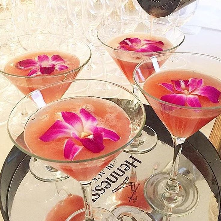 Love this photo of our Edible Karma Orchids from @styleedithair's recent event in New York! This dreamy looking cocktail was aptly named the DreamTini!