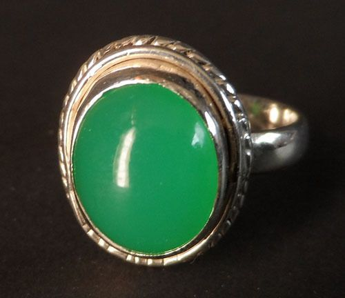 FINE JELLY BEAN GREEN TANZANIAN CHRYSOPRASE IN STERLING SILVER SZ 7.5 SEE VIDEO SEE HIGH DEFINITION VIDEO   $55.00  Plus $5.95 registered mail from thailand office delivery time  12-25 days  delivery guarenteed