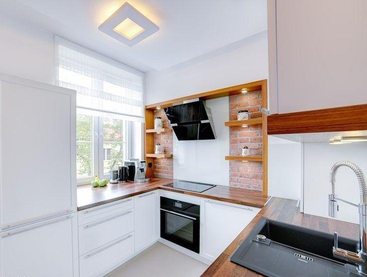 cuisine blanche avec mur en brique et plan de travail cuisine en noyer