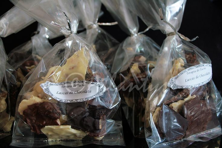 Ingredientes   (lascas de chocolate branco)   200gr. de chocolate branco   1/4 de chávena de sultanas douradas   1/4 de chávena de amênd...