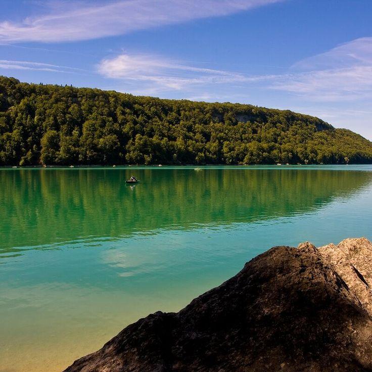 Le Lac de Chalain - Jura - France | Les 30 plus beaux endroits de France à découvrir sans attendre by Trivago | #JuraTourisme