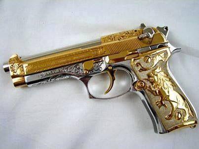 PRIETO BERRETA, CAL.9mm. Bañada de oro y plata.                                                                                                                                                                                 Mais