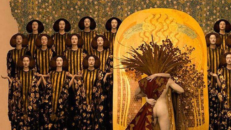 Durant cette période, Gustav Klimt faisait usage de la feuille d'or dans ses compositions pour rappeler les icônes byzantines.