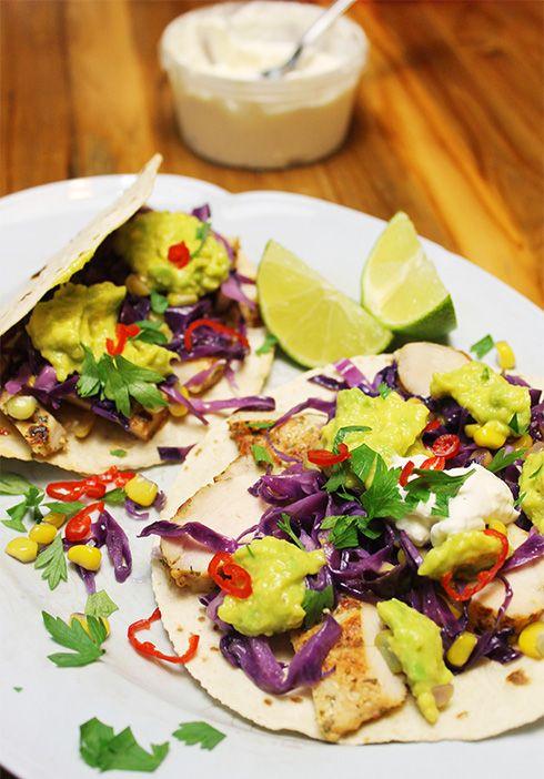 Tacos de Frango com Guacamole e Sour Cream