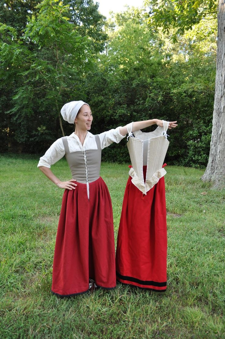 The Couture Courtesan: Elizabethan-Early Jacobean Petticoat: Not Your Mama's Corset