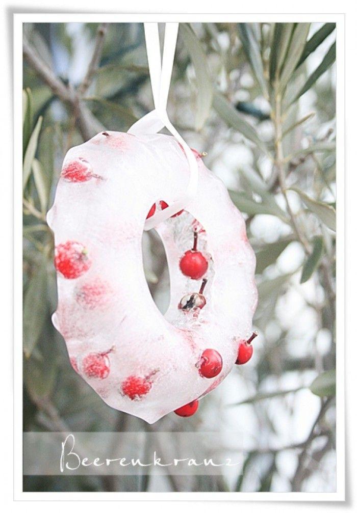 Schöner Eiskranz Für Die Weihnachtszeit. Oft Suche Ich Deko Ideen Für  Draußen Und Das Gefällt Mir Richtig Gut! Einfach Ein Paar Beeren Und Wasser  In Eine ...