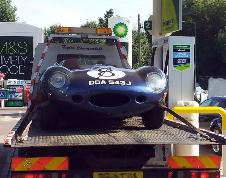 Mmmmm D type.   Yes, I'm afraid I went up the dual carriageway, round the roundabout, back down the dual carriage way the other side, round the roundabout at the other end, half way along the dual carriageway and into the garage to photograph this one. So it's official. I'm a sad sack. I just wish I'd got the Ferrari that pulled out of the garage just ahead of it as well.