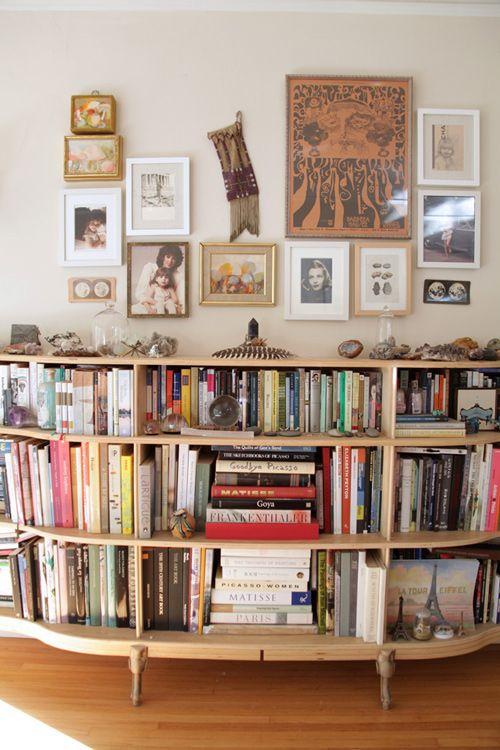 Rounded bookshelf