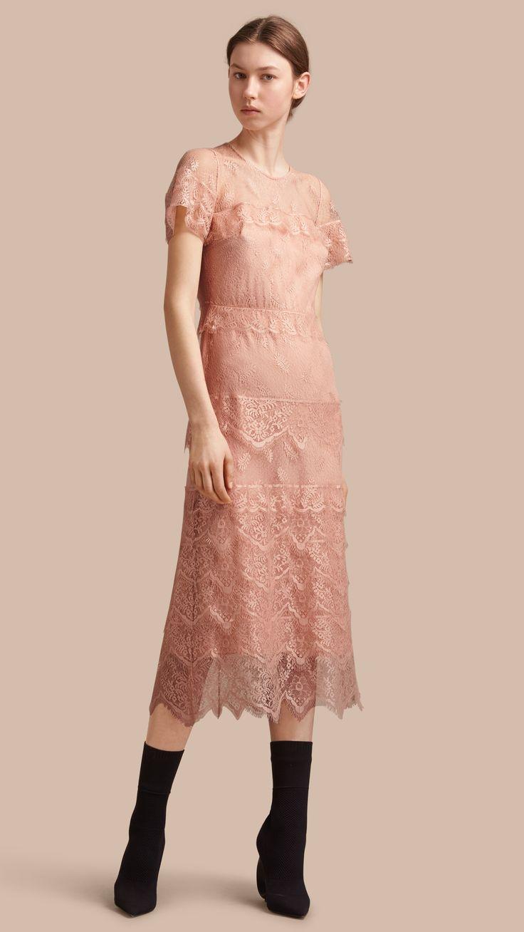 Многослойное платье из кружева Телесный   Burberry